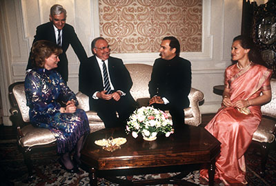 (L–R) Hannelore Kohl, Chancellor Helmut Kohl, Prime Minister Rajiv Gandhi and Sonia Gandhi (1986)